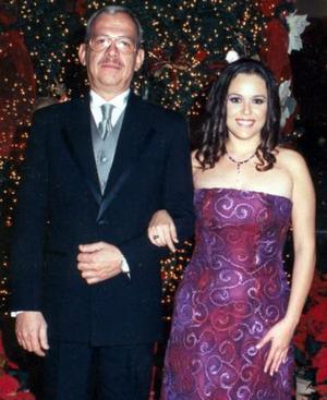 Gabriela Medellín Ramos acompañada por su papá, Diego Medellín Lagorreta.