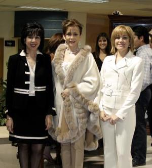 <b>30 de diciembre de 2004</b> <p> Ethel Moreno, Susana Quintero y Rosaura Quintero.