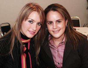 Karla de Salazar y Brenda de Villalobos.