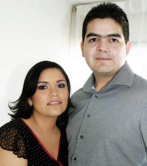 <b>31 de diciembre de 2004</b><p>  Pamela Ramírez y Víctor Carreón.