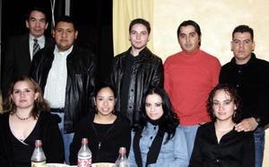 Paco Rubio, Agustín Balderas, Yajaira Romero, César Villalobos, María Elena Pineda, Jorge González, Claudia y Salvador disfrutaron de posada navideña.