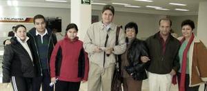 <b>29 de diciembre de 2004</b> <p> Martín, Rosy, Eva, Lilia, Rubí, Julio y Alejandro Garduño viajaron a París.
