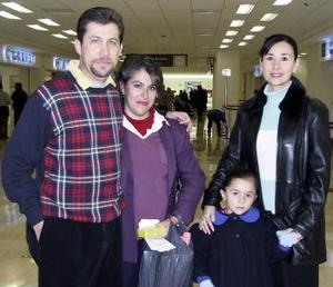 <b>30 de diciembre de 2004</b> <p> Ana María Greene y Andrea Mackie viajaran al DF y fuéron despedidas por Ámbar y Juan Greene.