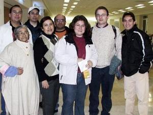 <b>31 de diciembre de 2004</b> <p> Yaunick Margarita Geslin viajó a Francia  y fue despedida por la familia García Cabrera.