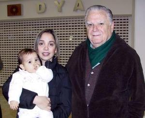 <b>01 de Enero de 2005</b> <p> María José Menéndez y Ana Crsitina Aranda viajaron a Puerto Vallarta y fueron despedidas por Fernando Menéndez.