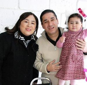 Ana Azul Ayala salgado festejó dos años en compañia de sus padres, Jahir Alberto Ayala y Maricruz Salgado de Ayala.
