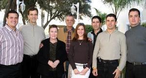 <b>01 de enero de 2005</b> <p> Sr. Fráncisco Gutiérrez Hidalgo recibio múltiples felicitaciones al celebrar su 80 aniversario de vida, acompañado de sus hijos.