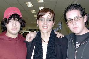 <b>02 de Enero de 2005</b> <p>  Tito Barroso, Margarita Corral y Luisín Rayas  viajaraon a Cancún.