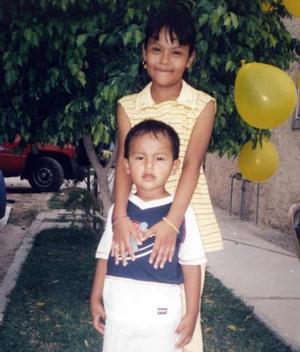 <b>02 de enero de 2005</b> <p> Mary Carmen García Hernández, cumplió ocho años y fue festejada por sus padres Juan Miguel García García  y Carmen Hernández de García y por su hermanito Jorge Miguel.jpg