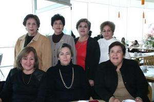 Corazón  Morales, Rosina de la Torre, Tere García, Josefina García, Julieta Martínez, Charo de Soto y Conchis de Escobar, en un agradable convivio.