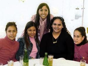 Lucía Mora, Zaira Milán, Tere Mora, Gaby Cassio y Judith Lozano.