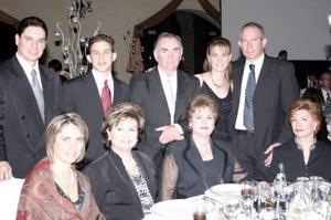 <b>03 de enero de 2005</b> <p> Sergio Estrada, David Pérez, Guillermo Puente, Angélica Bernal, Conrado Pérez Segnini, Marcela de Estrada, PAtricia de Puente, Margarita de Bernal y Magdalena Moreno.