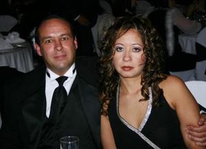 <b>03 de enero de 2005</b> <p> Jorge y Lorena Sheridan.