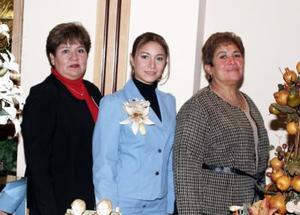 Jovana  Vaneassa Zamora González , en su despedida de soltera que le ofrecieron  Guillermina González y Alma  Briones.