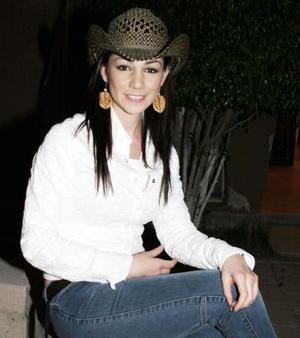 Yadira Najera disfruto de una  fiesta  de cumpleaños estilo country.