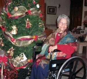 Leonor García de Reyes  en reciente convivio navideño.