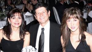 Anabel de González, Jose Alfredo González y Anabel González.