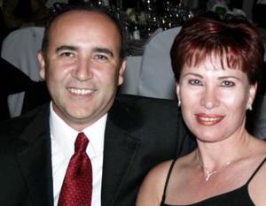 Gerardo Sifuentes y Mary de Sifuentes.