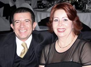 <b>03 de enero de 2005</b> <p> Roberto y Guadalupe Valdepeñas.