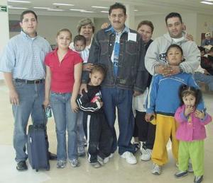 Pedro Morales  viajó a Tijuana y fue despedido por su familia