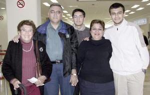 <b>06 de Enero de 2005</b> <p> Estela Nayar viajò al DF y fue  despedida por  la familia  Lozano Cobos.