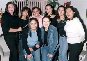 Astrid Carbajal, Blanca Muñoz, Karime Marrufo, Alejandra Magallanes, Cecilia Acosta, Alejandra Puentes, Areli Salazar y Diana Pineda, grupo de amigas  en su reunión navideña