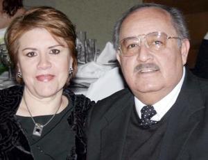 <b>05 de enero de 2005</b> <p> Mayela L.  de Del Río y Roberto del Río.