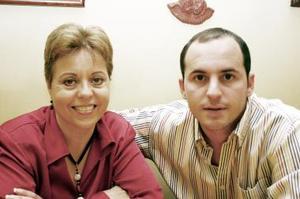 <b>05 de enero de 2005</b> <p> Loly de Fernández y Alfredo Fernández Gómez.