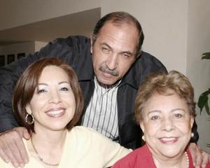 Ángel Rodríguez Shade, Martha Rodríguez y Coquis Rodríguez.