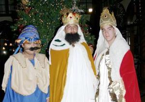 Melchor, Gaspar y Baltasar, estuvieron presentes en la fiesta de Día de  Reyes, organizado por el Consulado Español en la Laguna.