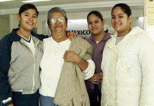<b>08 de Enero de 2005</b> <p> Carmen Montalvo Castro viajó a Cuernavaca y fue despedida por Andrea, Natalia y Paulina Cortez.