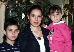 <b>08 de enero de 2005</b> <p> Daniel, Isabel y Laura Gonzalo López.