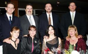 Carlos Herrera, Susan de Herrera, Constantino Papadópulos, Marisol de Papadópulos, Juan Bosco Sauza, Lourdes de Sauza, Rodolfo Murra y Cristina Sánchez.