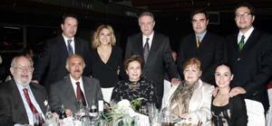 <b>08 de enero de 2005</b> <p> Tío Bill, Jesús Anaya, Elena de Anaya, Adelina de Muguerza, José Muguerza, Rodrigo Méndez, Itziar Muguerza de Méndez, Luis Cortina y Lily Anaya de Cortina.