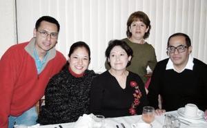 Carlos Oliva, Socorro Becerril, Janette Oliva Laura y Luis García.