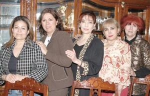 Carmen Haessing, Laura de Galindo, Leticia de Ibarra, Irma de Cáceres y Rosario de Ramos.