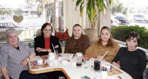 Emma  de Salcedo, Margarita de Díaz, Emma de Varela,  María de Valera e Irma  Salcedo Ortega.