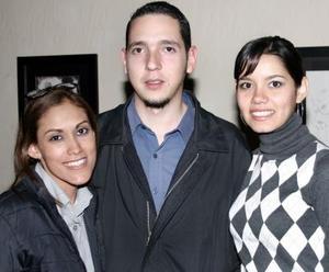 Sofía Villarreal, Carlos Briseño y Karla Vargas.