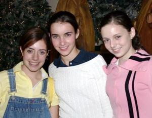 <b>09 de enero de 2005</b> <p> Yolid  Marcos, Pilar González y Cony Sosa.