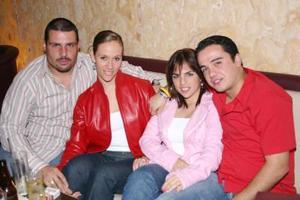 <b>10 de enero de 2005</b> <p> Alger Salazar, Gaby de Salazar, Rina de Gilio y Ángel Ramos
