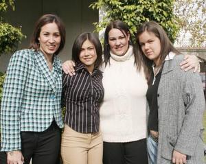 <b>11 de enero de 2005</b> <p> Pily y Cehlito Macías, Lourdes Islas y Ely González.