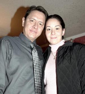 Jonatan López y Esther  de López.