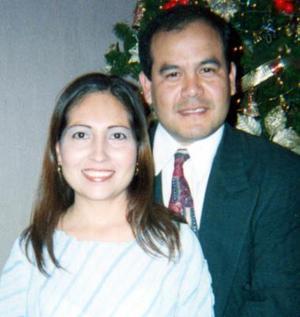 CP Javier Lozano Torres y C.P. Mayela del Carmen Santacruz de Lozano celebraron su segundo aniversario de matrimonio, el pasado 13 de abril de diciembre de 2004.