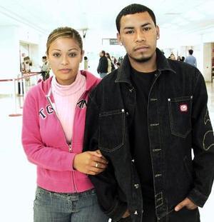 <b>10 de Enero de 2005</b> <p> Yéssica García viajó a Tijuana y la despidió Carlos Omar Reyes