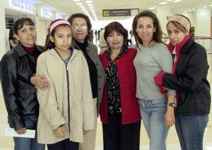 <b>11 de Enero de 2005</b> <p>  María Elena Esquivel viajó a Tijuana y la despidieron la familia Alonso Ramírez y Carranza Ramírez.