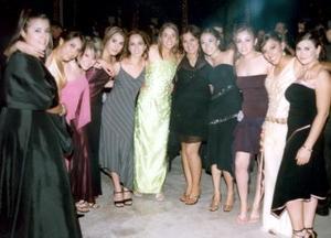 <b>10 de enero de 2005</b> <p> Bere, Faby, Ana Cris, Jordana, Karina, Gaby, Sofia, Maribel, Bere Acosta, Mey y Viri en pasada fiesta.