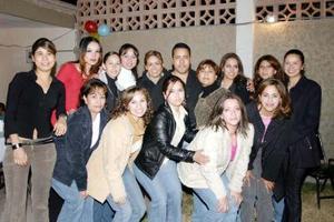 Héctor Barro Soto celebró su cumpleaños con un agradable convivio acompañadaode familiares y amigos.