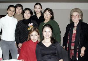 <b>12 de enero de 2005</b> <p> Lilia Cárdenas de Jara recibió lindos obsequios en la fiesta de canastilla que le ofrecieron sus familiares.