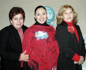<b>11 de Enero de 2005</b> <p> Brenda San Román de Sandoval acompañada por Lucina de Sandoval y Susana de San Román.