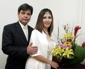 Lic. José Luis Lee Elías y Lic Dora Angélica  González Montes contrajeron matrimonio civil el   hueves 30 de diciembre de 2004.